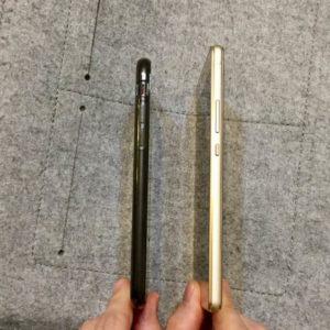 iPhone7とHUAWEI P9 liteの薄さ比較
