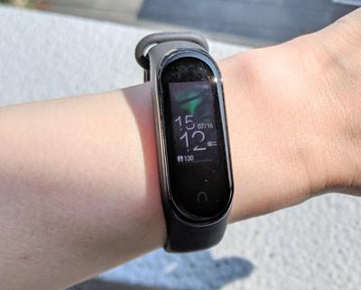 Mi Band 4 NFC版 太陽光